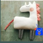 عروسک اسب تک شاخ